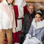 Weihnachtsfest 2015: Der Vorstand der WBG Zentrum samt Weihnachtsmann und Schneekönigin
